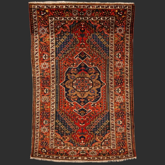 13715 Bakhtiar antique rug Iran / Persia 6.7 x 4.4 ft / 205 x 135 cm
