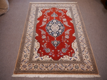 10774 Nain 6 la rug 5.6 x 3.8 ft / 170 x 115 cm beige, red, blue
