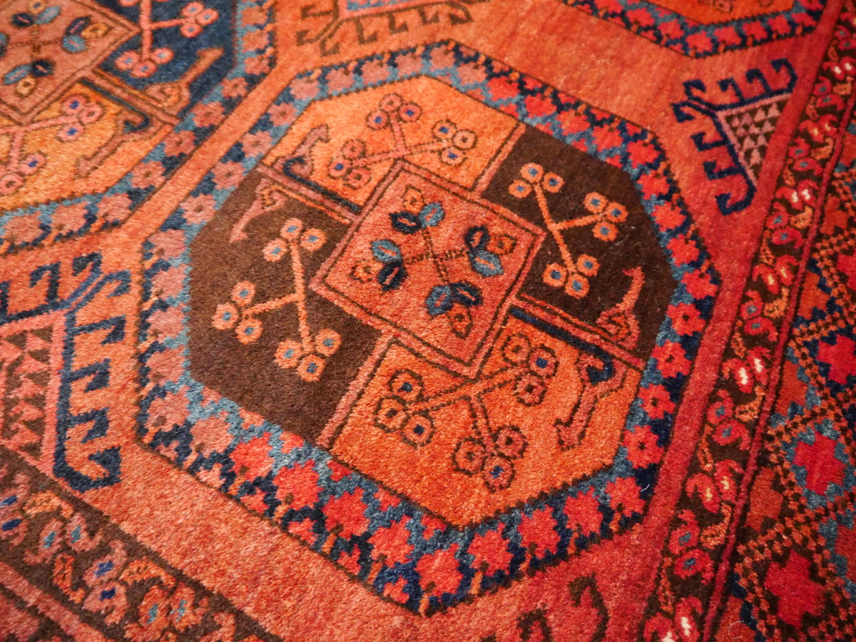 Persian rugs oriental carpets silk rugs antique rugs for Best stores for rugs