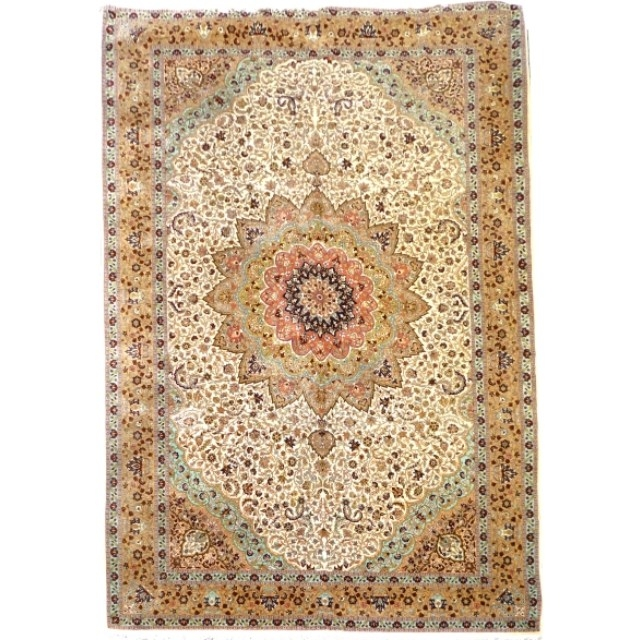 Hereke rug 16.4 x 10.8 ft / 500 x 330 cm turkish oversized vintage This oversized turkish Hereke Wool rug is made of fine wool on cotton warp and weft. It is in exquisite vintage condition. Size is between 16 x 10 ft and 17 x 11 ft.