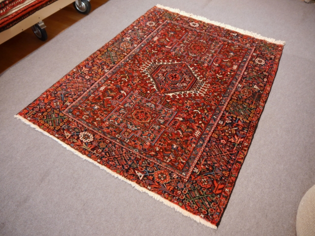 Karaja Heriz antique persian rug 6.4 x 4.8 ft / 195 x 145 cm